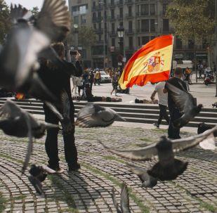 Uczestnicy akcji w obronie jedności Hiszpanii w Barcelonie