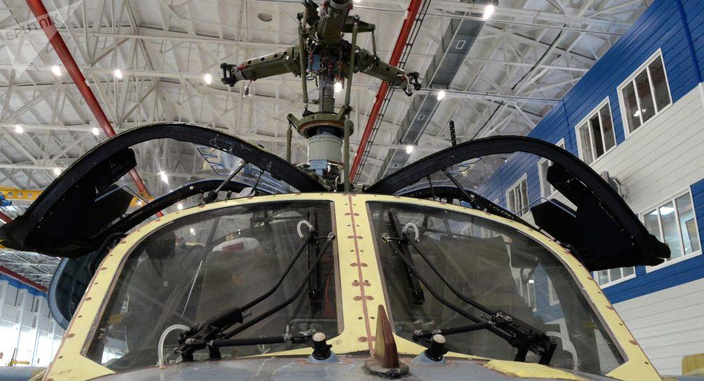 """Montaż śmigłowca Ka-52 """"Alligator"""" w fabryce zakładu lotniczego """"Progress"""" w Kraju Nadmorskim"""