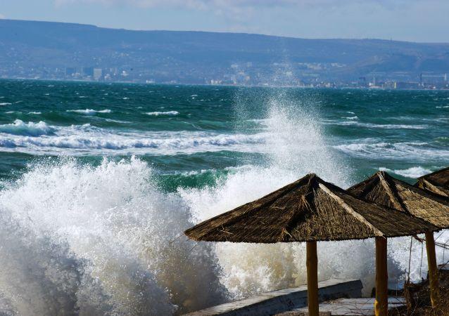 Burza na Morzu Czarnym, Teodozja