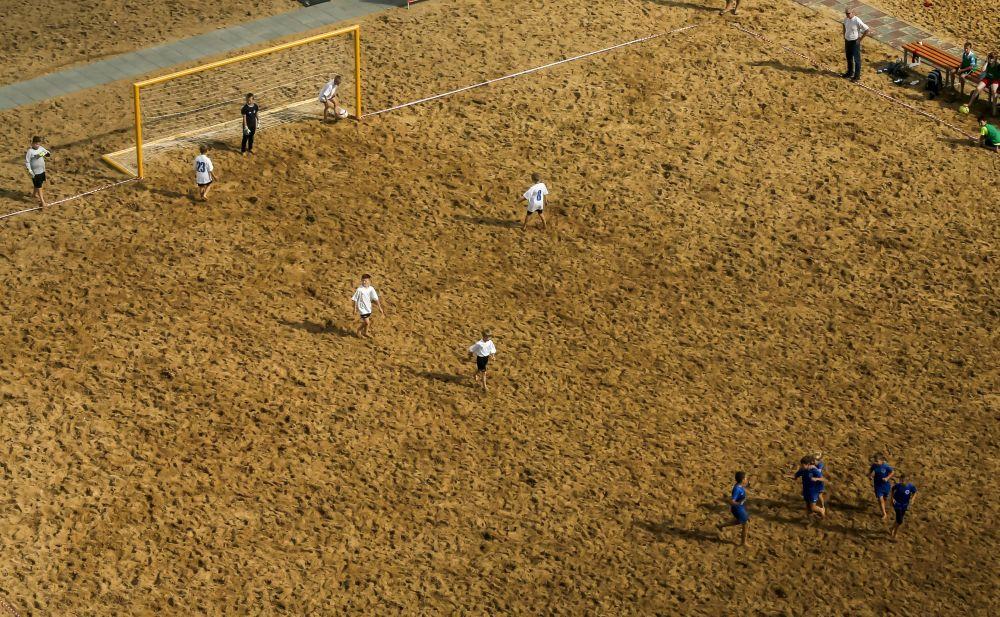 Dzieci grają w piłkę nożną, Niżny Nowogród, Rosja