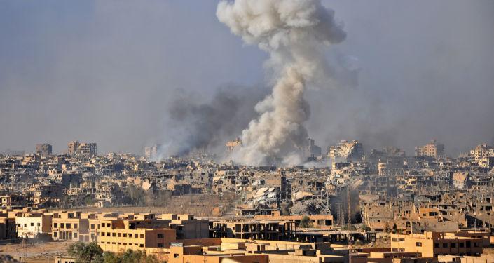 Dym z eksplozji w syryjskim mieście Dajr az-Zaur