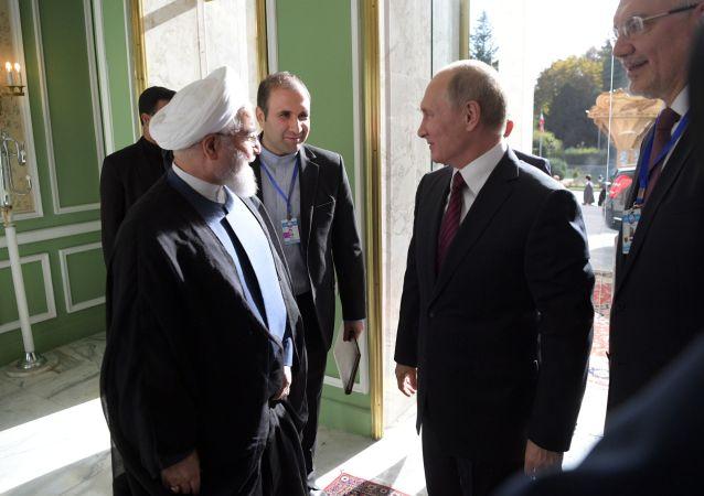 Prezydent Rosji Władimir Putin i prezydent Iranu Hasan Rouhani w czasie spotkania w Teheranie