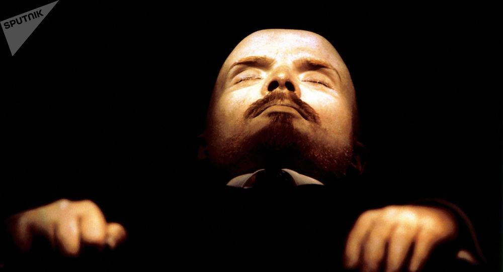 Бальзамированное тело В.И.Ленина в мавзолее в Москве