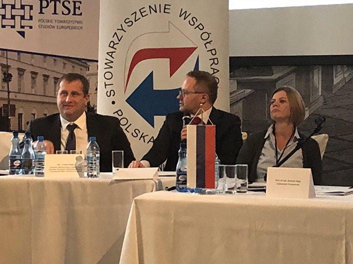 Prorektor MGIMO Artiom Malgin, dr Maciej Raś, dr hab. Justyna Zając