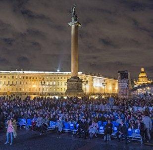Plac Pałacowy w Petersburgu.
