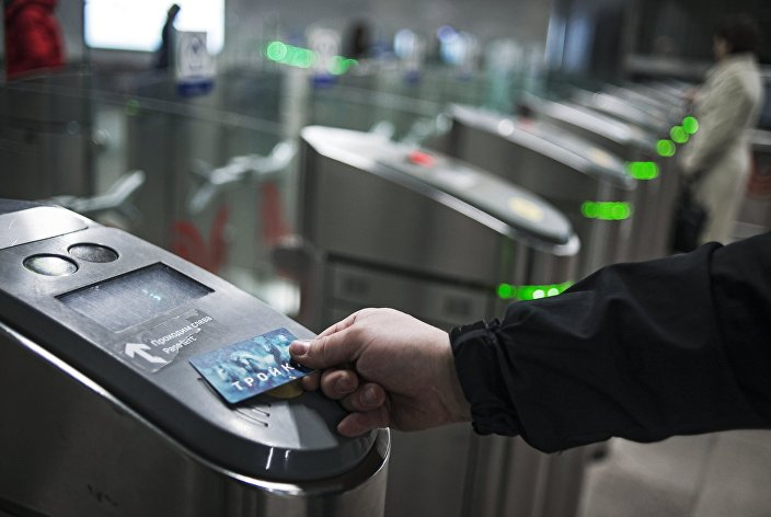 """Jak korzystać z karty miejskiej """"Trojka w metrze"""