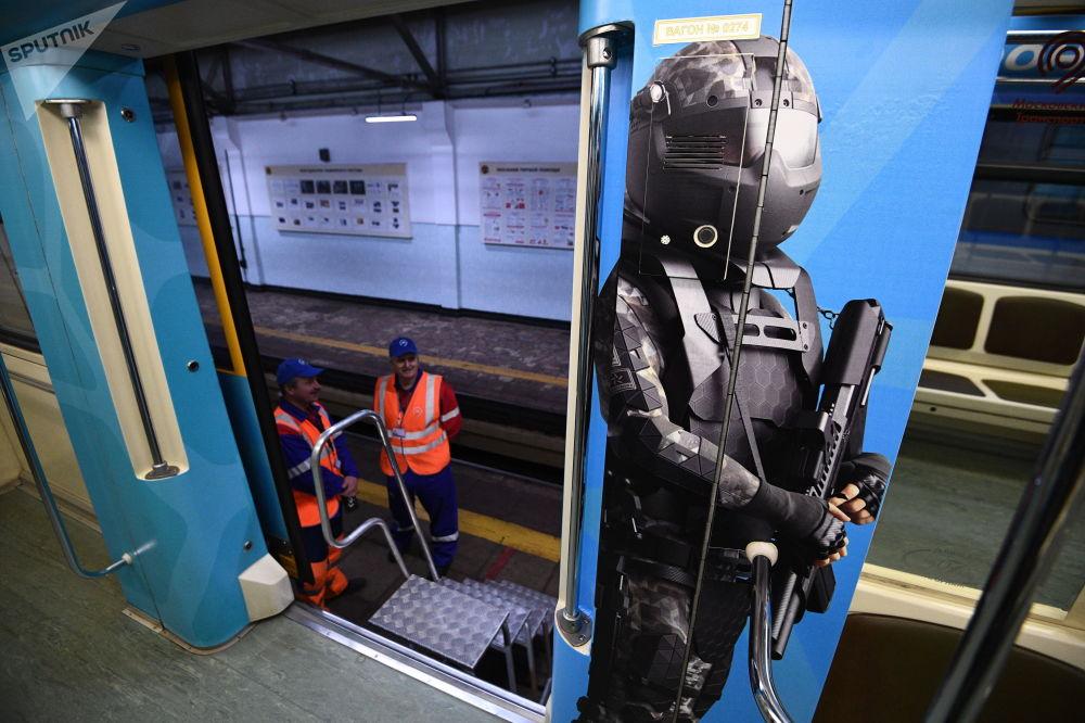 Nowy tematyczny pociąg moskiewskiego metra Rosja pędząca w przyszłość
