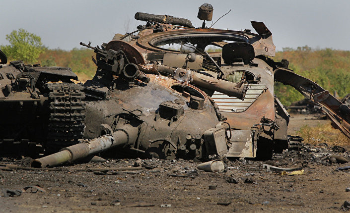Uszkodzony ukraiński czołg niedaleko miejscowości Novokaterinovka