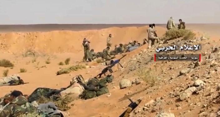 Syryjskie wojsko podczas bitwy z terrorystami grupy PI (zakazana w Rosji) w pobliżu syryjsko-irackiej granicy