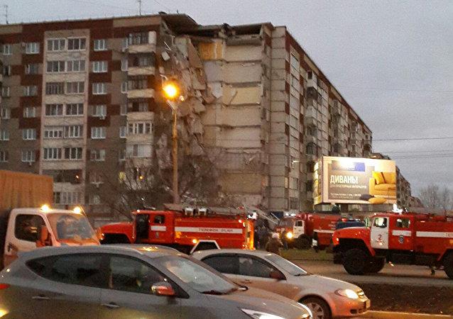 W Iżewsku zawaliło się 8 pięter bloku