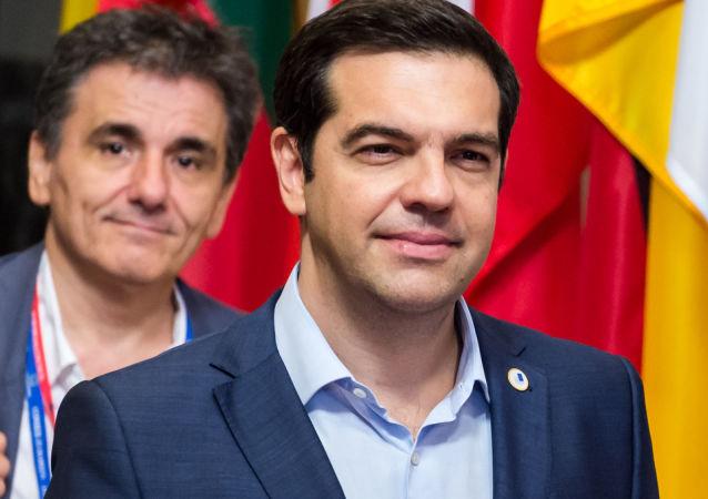 Premier Grecji Aleksis Tsipras i minister finansów Euclid Tsakalotos w Brukseli