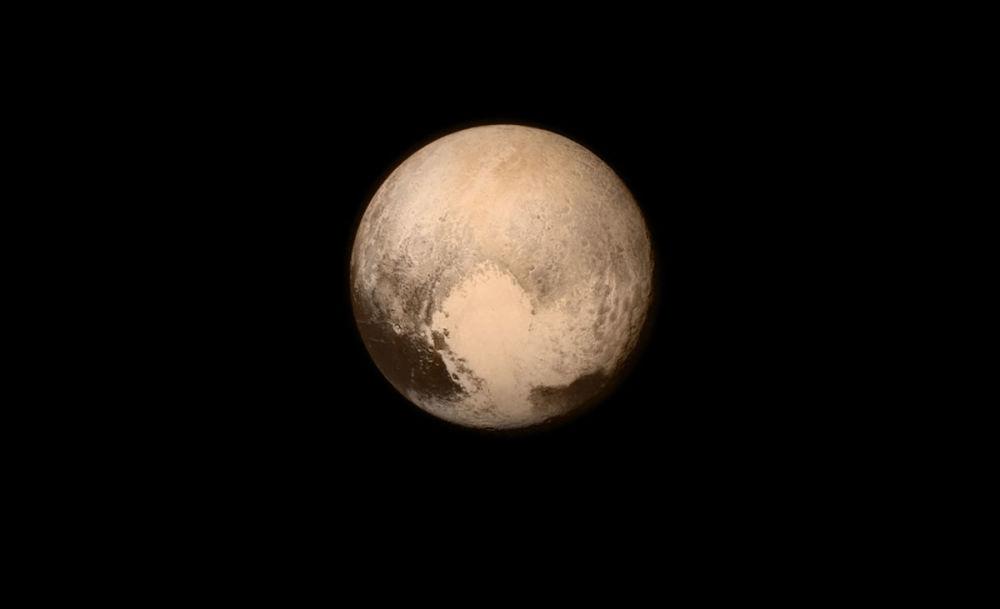 Zdjęcie Plutona, zrobione przez New Horizons w przeddzień spotkania sondy z planetą