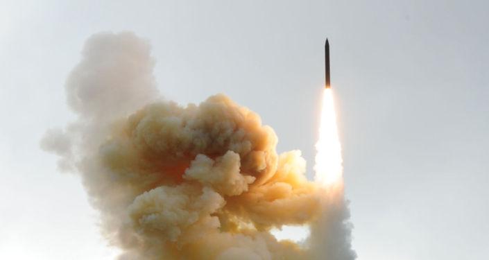Start pocisku manewrującego systemu obrony przeciwrakietowej USA z bazy lotniczej Vandenberg w Kalifornii