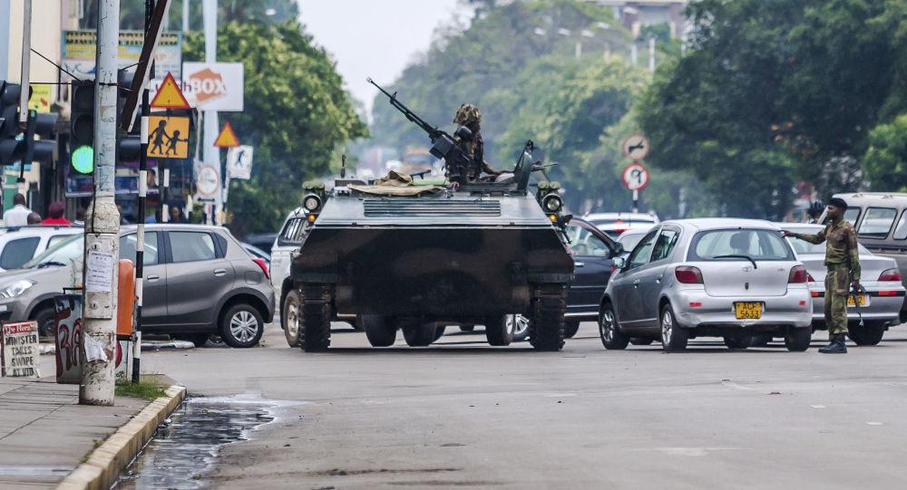 Patrol wojskowy na ulicy Harare, Zimbabwe