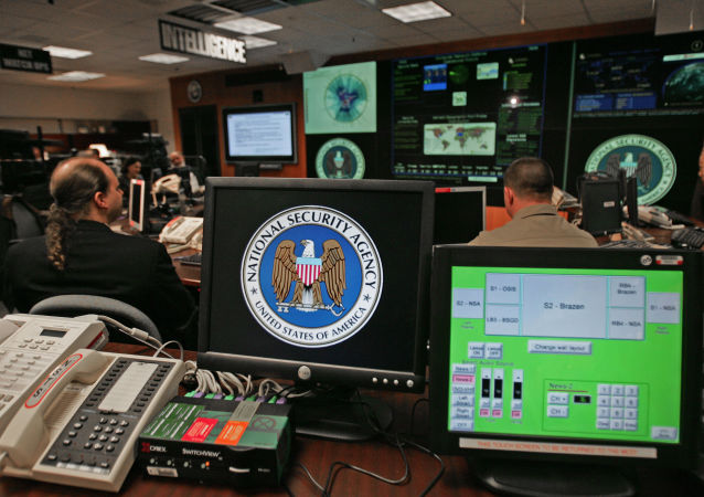 Monitor z logo NSA w USA