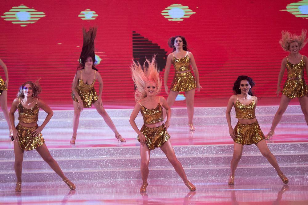 W konkursie udział wzięło 40 dziewcząt z różnych zakątków świata.