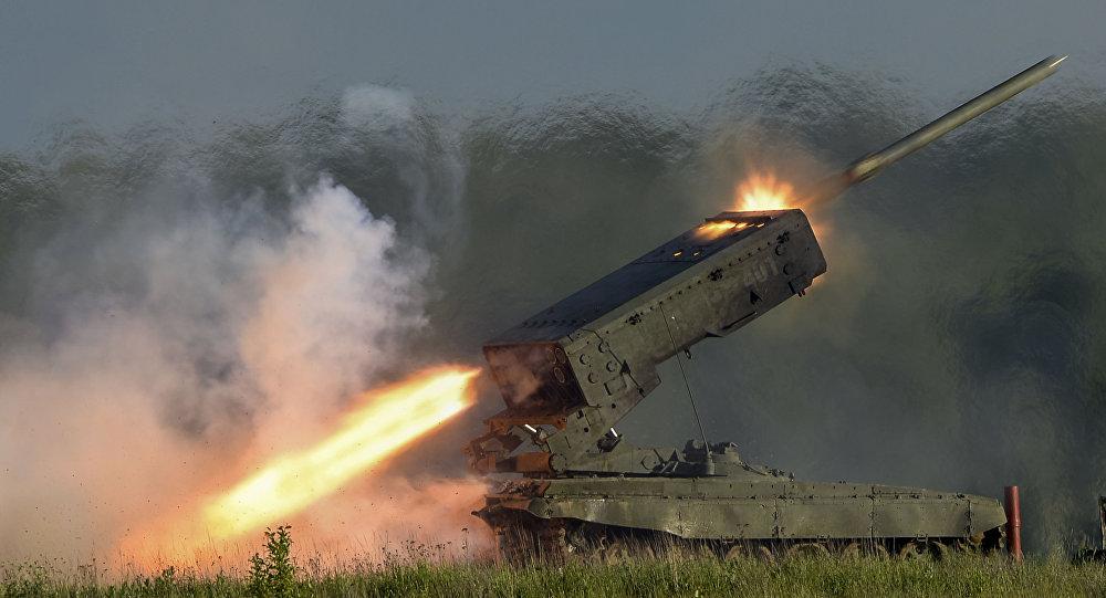 """Rosyjski system artylerii rakietowej TOS-1A """"Sołncepiok"""