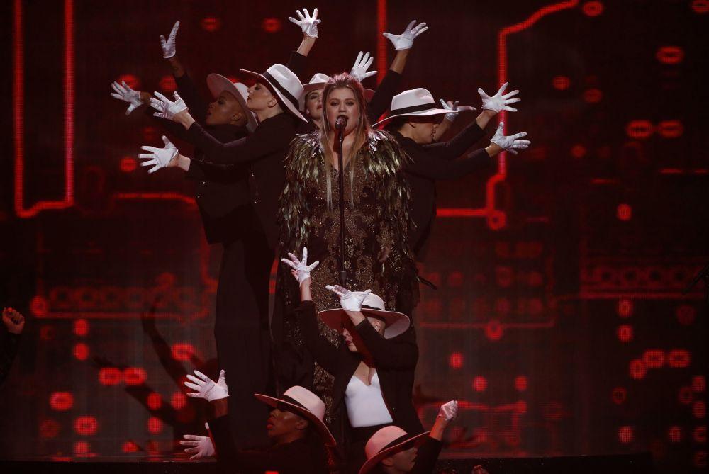 Piosenkarka Kelly Clarkson na ceremonii wręczenia nagród American Music Awards 2017 w Los Angeles