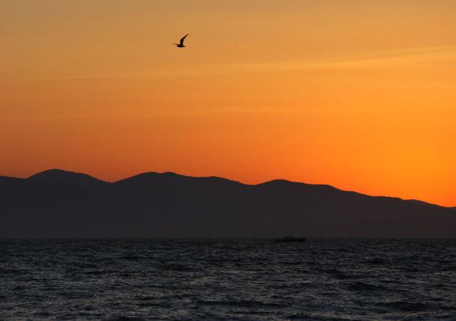Widok na Morze Japońskie z plaży we Władywostoku
