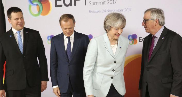 Premier Estonii Jüri Ratas, przewodniczący Rady Europejskiej Donald Tusk, premier Wielkiej Brytanii Theresa May i przewodniczący Komisji Europejskiej Jean-Claude Juncker na szczycie Partnerstwa Wschodniego w Brukseli