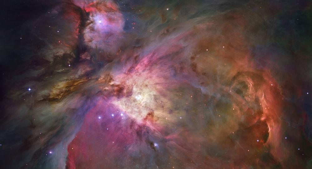 Pył kosmiczny i gaz w Wielkiej Mgławicy w Orionie