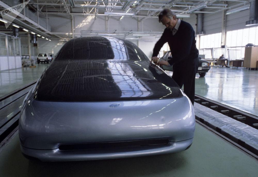 Prototyp samochodu przyszłości, skonstruowany w ośrodku naukowo-technicznym Wołżańskiej Fabryce Samochodów. 1993 rok.