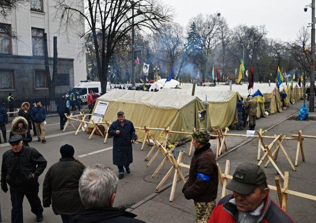 Miasteczko namiotowe przed Radą Najwyższą w Kijowie