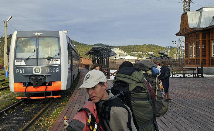 Jezioro Bajkał i kolej Okołobajkalska
