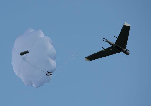 """Lot demonstracyjny jednego z bezzałogowych statków powietrznych produkowanych przez firmę Zala na lotnisku """"Wichrewo"""" w obwodzie moskiewskim"""