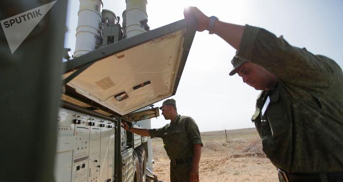Systemy S-400 na poligonie Aszułuk w obwodzie astrachańskim