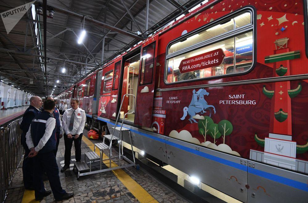 Oficjalny pociąg MŚ-2018, poświęcony historii Mistrzostw Świata w Piłce Nożnej