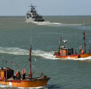 """Argentyński niszczyciel ARA Sarandi biorący udział w poszukiwaniu zaginionego okrętu podwodnego """"San Juan"""""""