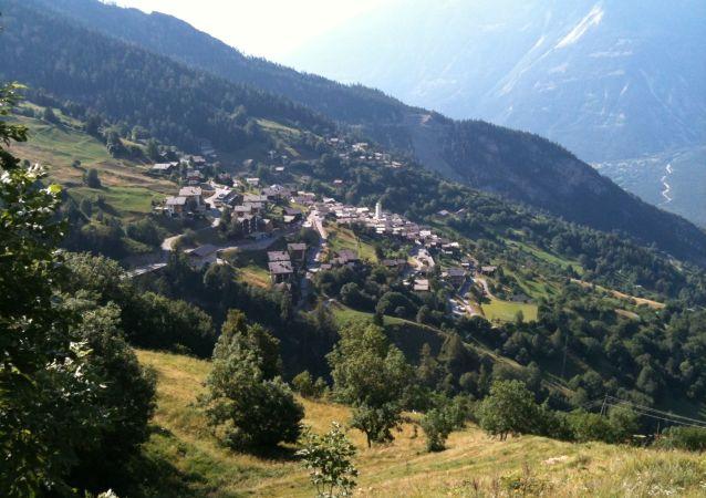 Alpejska wieś Albinen w Szwajcarii