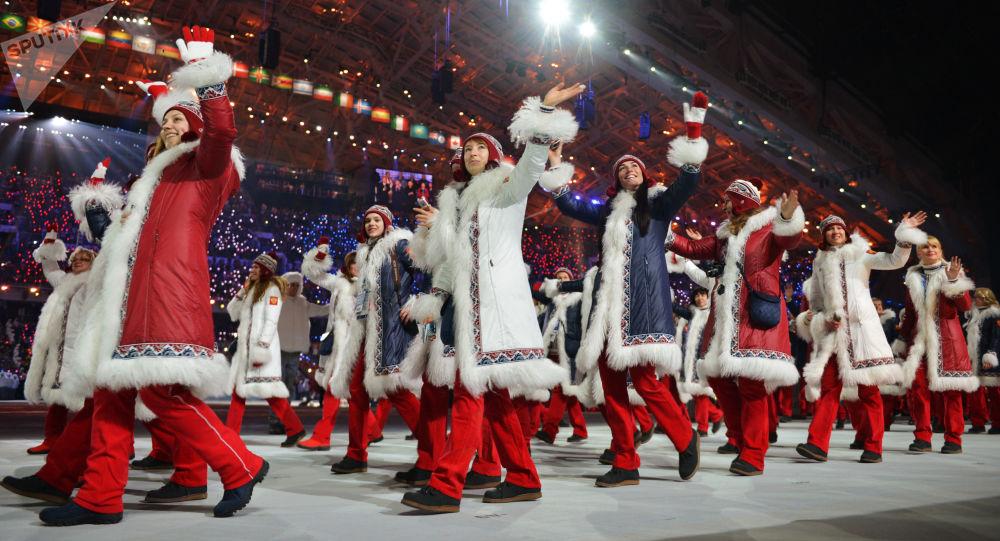 Przedstawiciele Rosji na paradzie atletów i członków delegacji narodowych na ceremonii inauguracji XXII Igrzysk Olimpijskich w Soczi