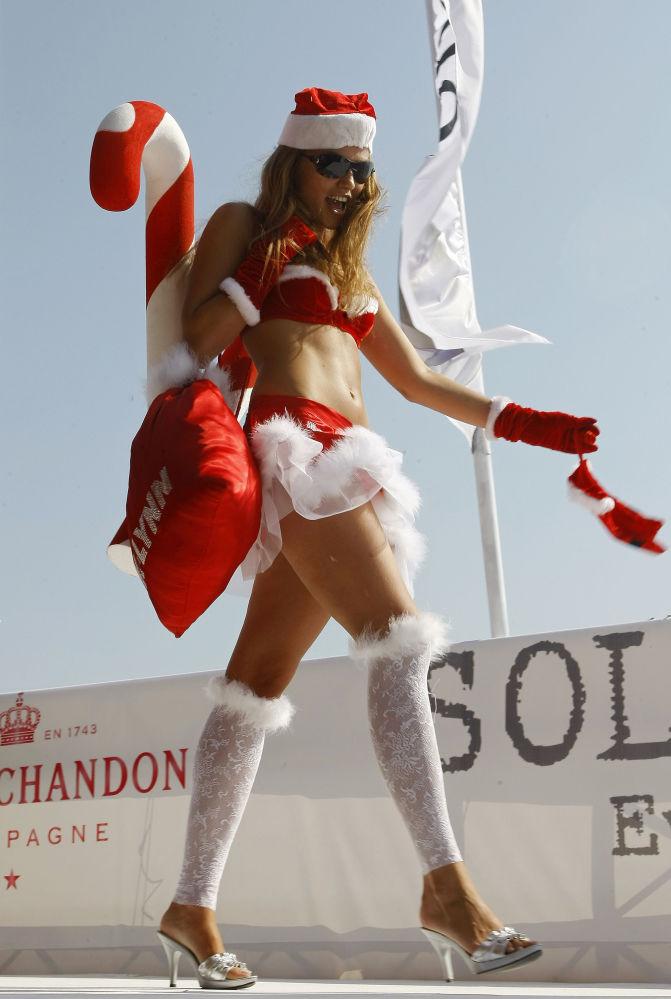 Modelka na pokazie mody w mieście Byblos, Liban