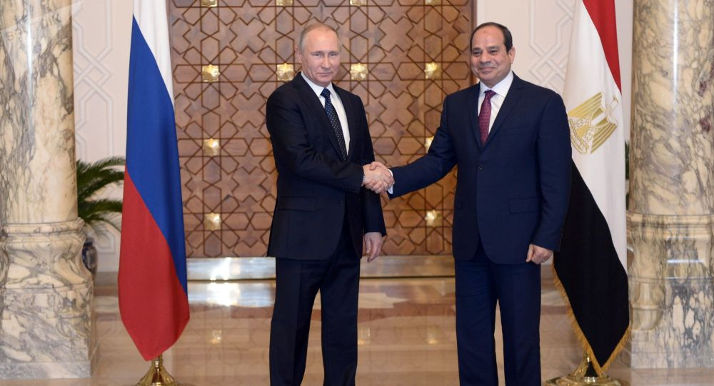 Prezydent Rosji Władimir Putin i prezydent Egiptu Abdel Fattah al-Sisi podczas spotkania w Kairze