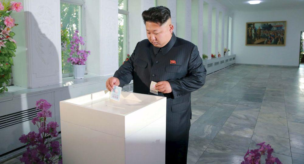 Północnokoreański przywódca Kim Dzong Un głosuje w wyborach do zgromadzeń ludowych prowincji, miast i powiatów