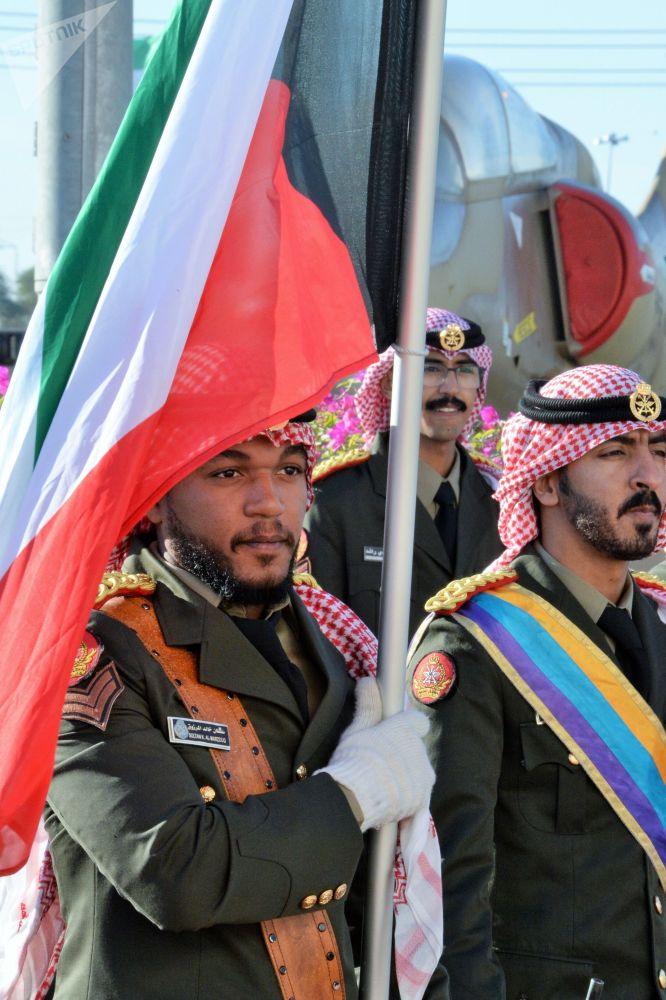 Żołnierze na ceremonii otwarcia międzynarodowej wystawy broni i sprzętu wojskowego Gulf Defence & Aerospace 2017