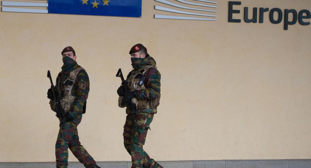 Belgijscy żołnierze podczas patrolowania w Brukseli