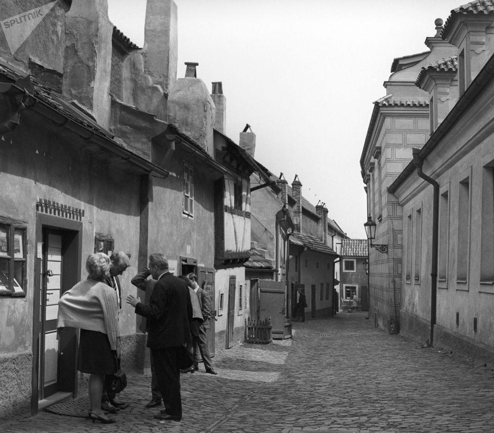 Złota Uliczka na terenie praskiego zamku. 1969 rok.