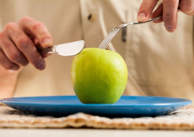 Jabłko na talerzu
