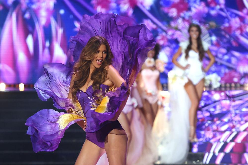 Miss Francji 2016 i Miss Universe 2016 Iris Mittenaere na konkursie piękności Miss Francji 2018