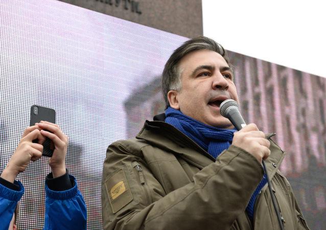 Były prezydent Gruzji i były gubernator ukraińskiego obwodu odeskiego Michaił Saakaszwili przemawia podczas wiecu w centrum Kijowa