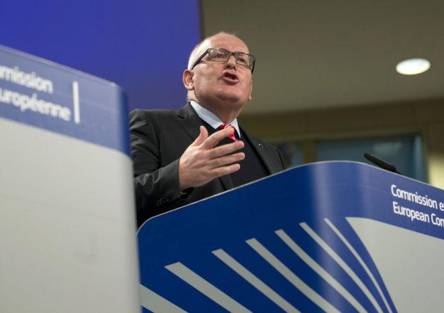 Zastępca szefa Komisji Europejskiej Frans Timmermans w siedzibie UE w Brukseli