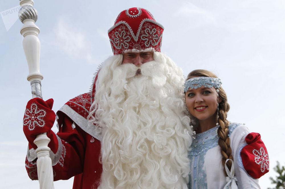 Dziadek Mróz i Śnieżynka w Jarosławiu