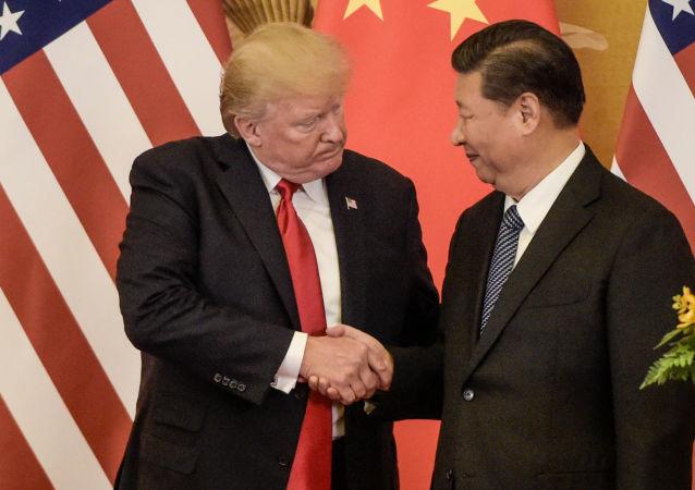 Prezydent USA Donald Trump i przewodniczący ChRL Xi Jinping w czasie spotkania w Pekinie