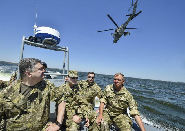 Prezydent Ukrainy Petro Poroszenko na ćwiczeniach