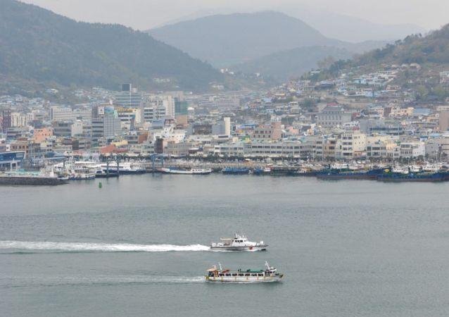 Widok na port południowokoreańskiego miasta Josu