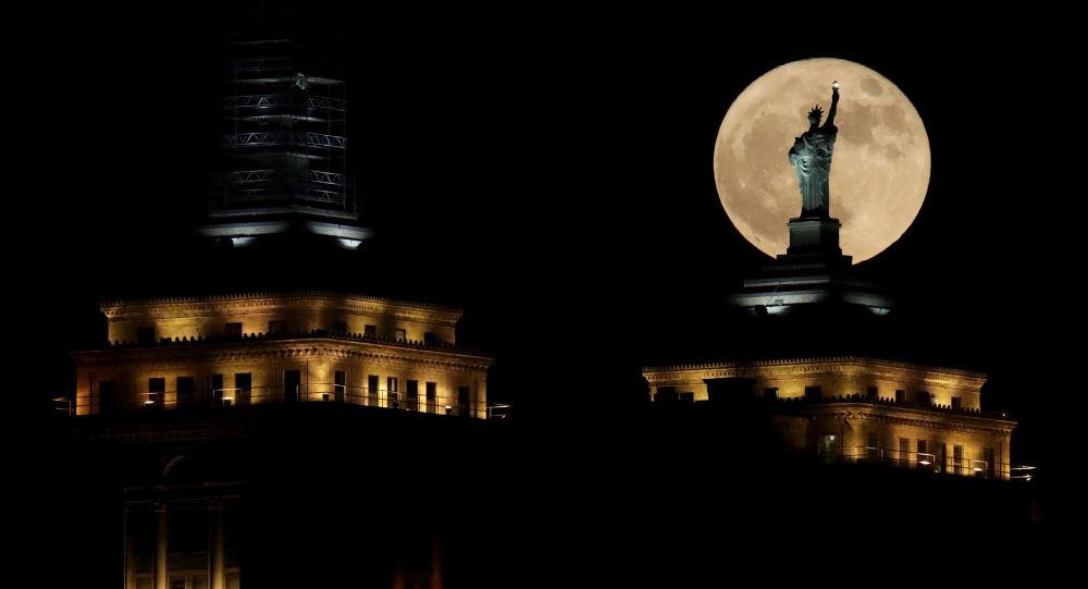 Superksiężyc nad Nowym Jorkiem