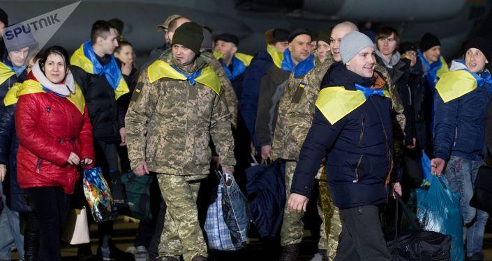 Ukraińscy żołnierze przekazani w ramach wymiany